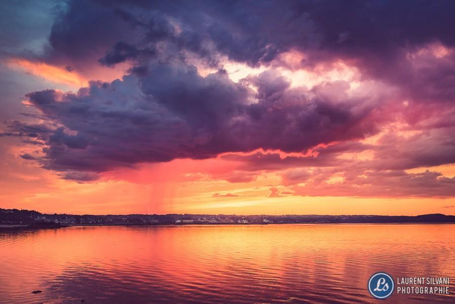 Magnifiques couleurs lors d'un orage isolé accompagné d'un coucher de soleil au Saguenay