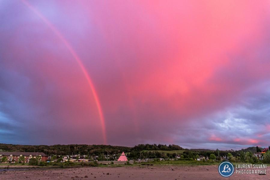 Double arc-en-ciel et coucher de soleil à La Baie