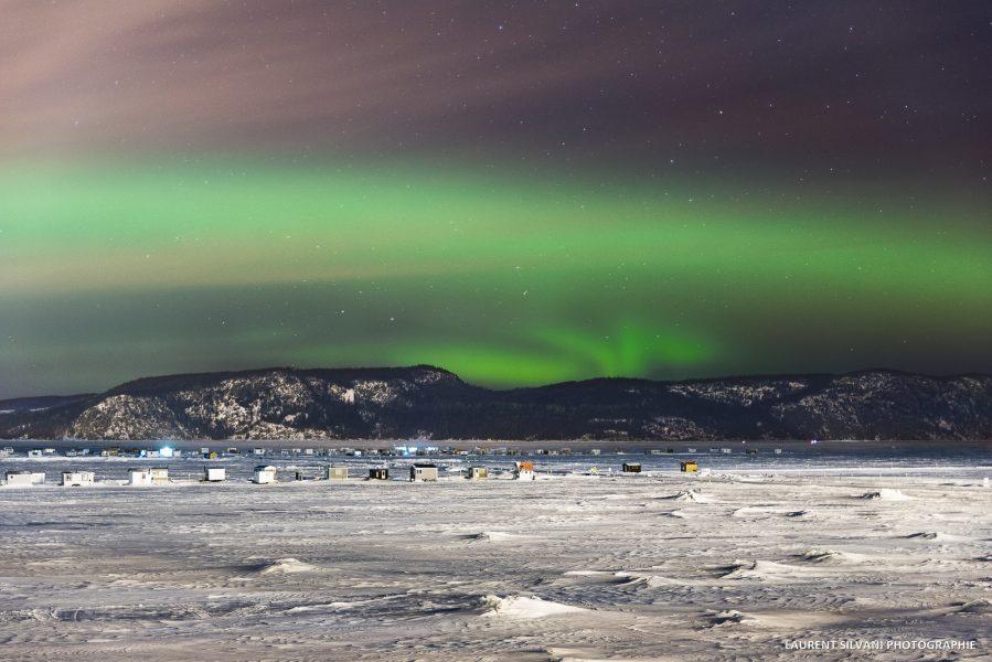 Les aurores boréales et le village de pêche blanche au Saguenay