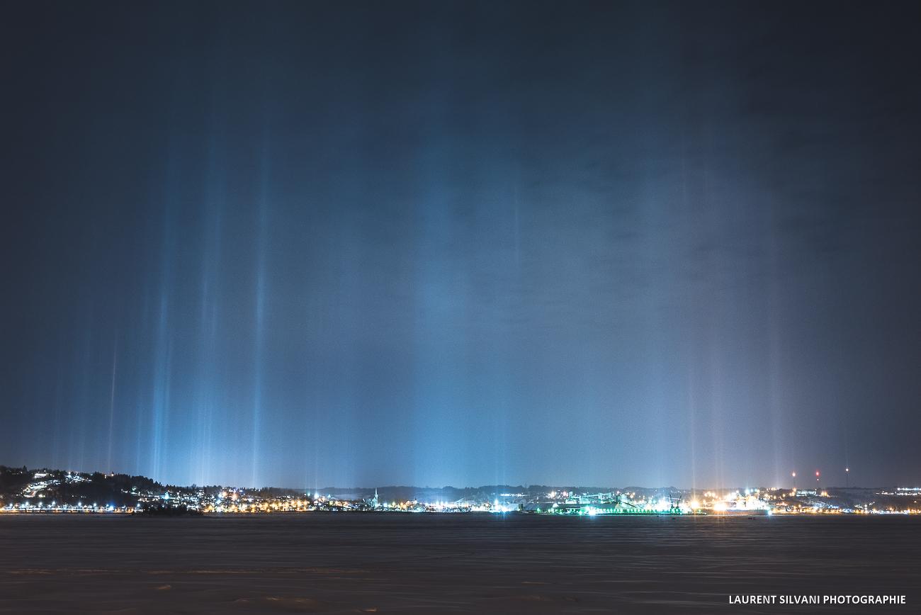 Piliers lumineux au dessus de La Baie