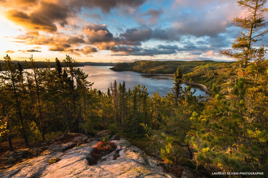 Paysage de lever de soleil sur le fjord à Petit-Saguenay