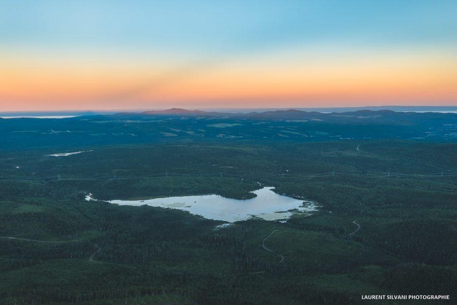 Paysage de Charlevoix et le lac des cygnes